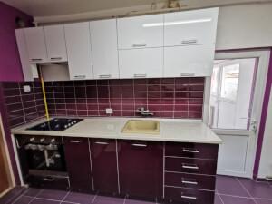 Bucătărie modernă mov cu alb 2