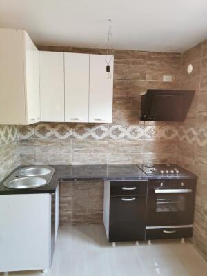 Bucătărie modernă pe colț alb cu negru