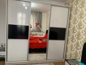 Dressing 3 uși și oglindă pe mijloc