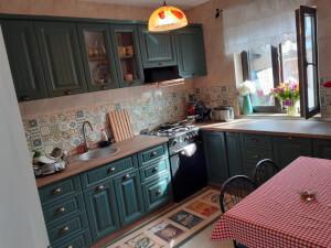 Bucătărie clasică verde