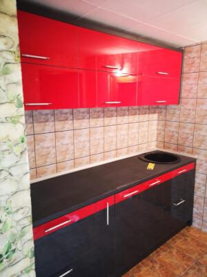 Bucătărie modernă roșu cu negru