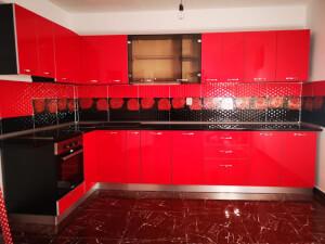 Bucătărie pe colț roșie