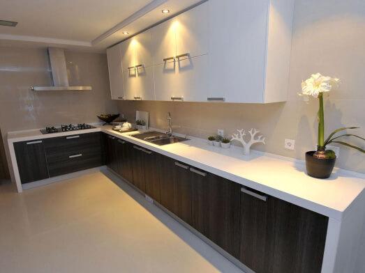 Bucătărie pe colț alb cu negru - model CORNER