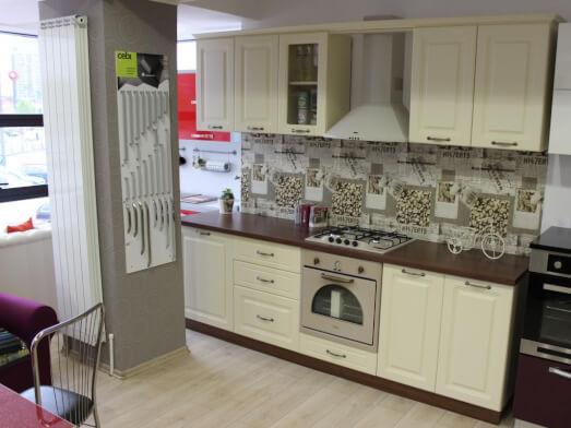 Bucătărie din MDF înfoliat cu geamuri fumurii - model CLASICO